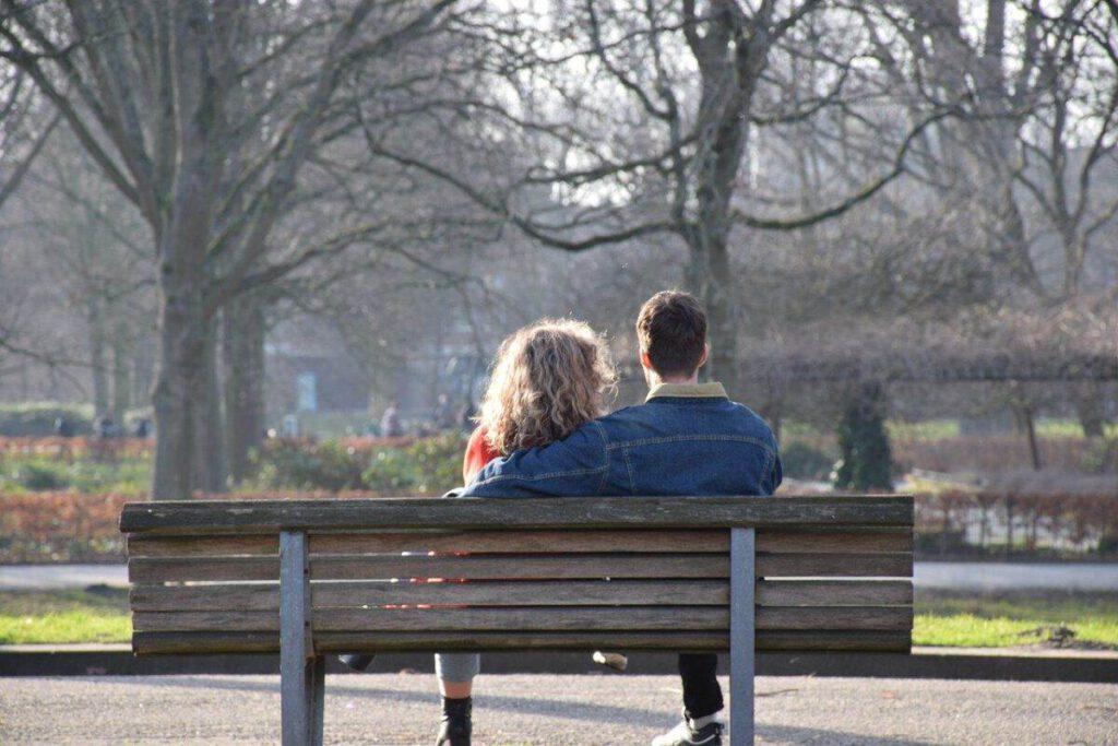 Dutch-couple-sitting-on-a-bench-in-Amserdam-in-winter