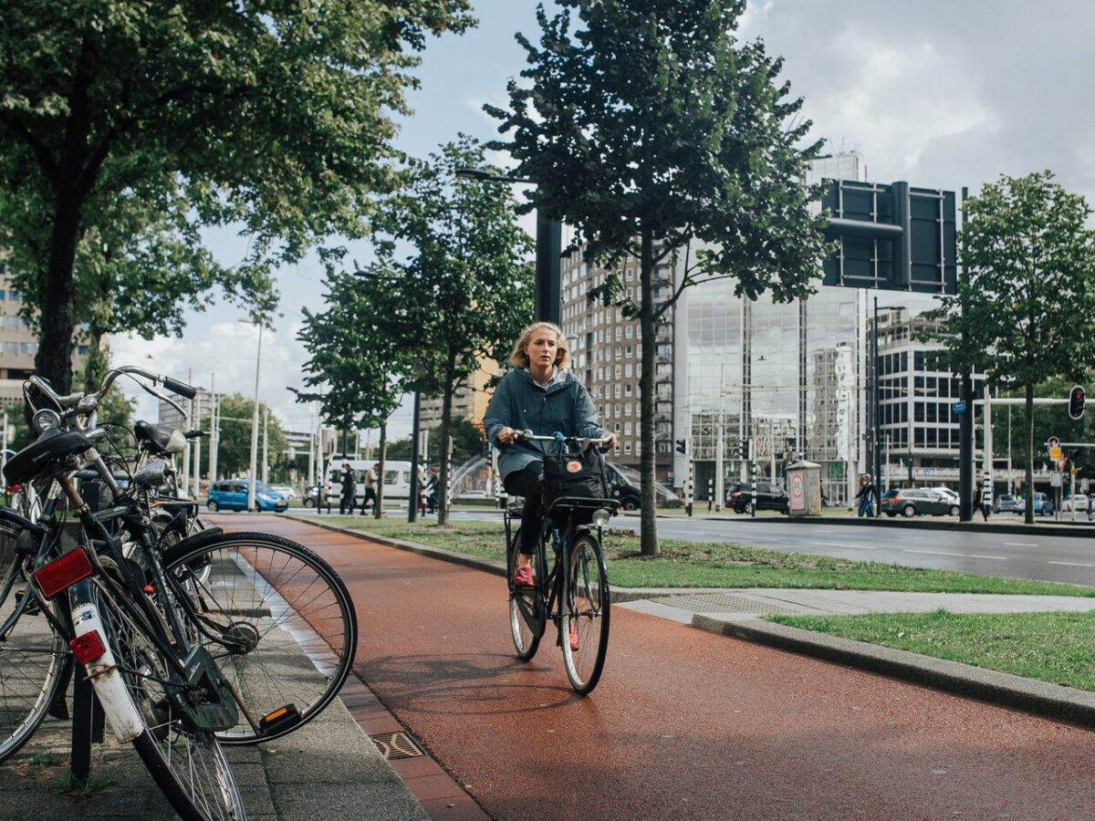 Dutch-woman-riding-on-a-bike-to-work-on-a-cycle-lane-in-Amsterdam