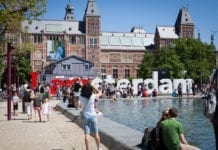 Tinder the app for a one night stand in Amsterdam and the Netherlands