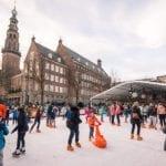 Drijvende kunstijsbaan op de Nieuwe Rijn Leiden