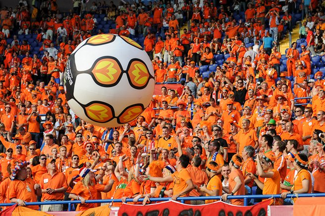 Dutch_football_supporters