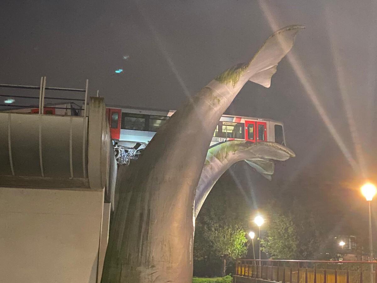 metro-on-sculpture