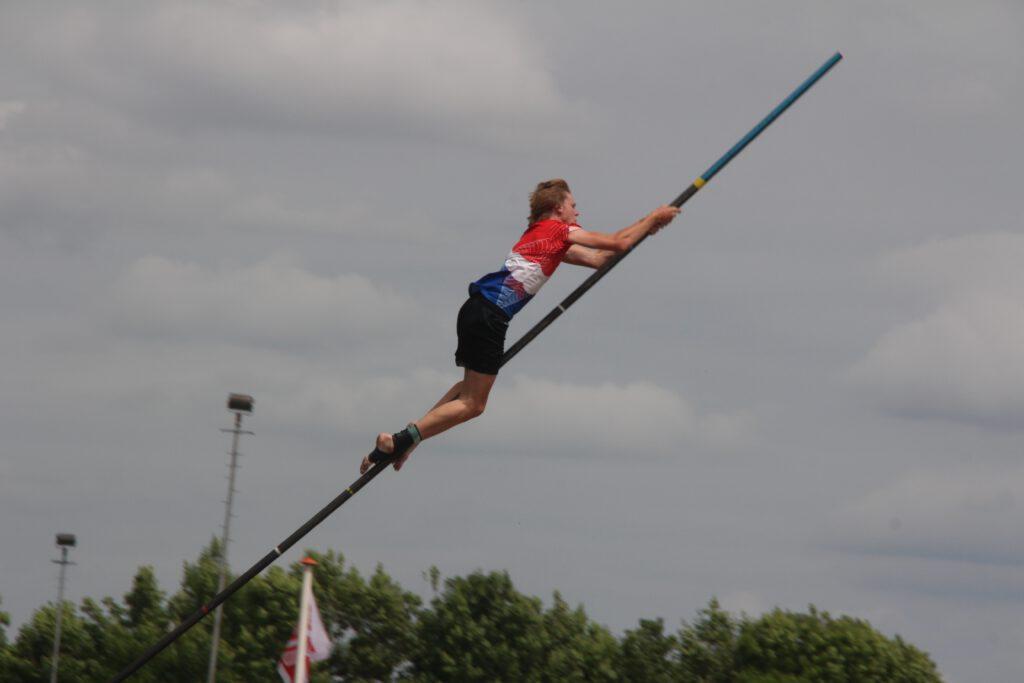 dutch-sport-fierljeppen-pole-jumping
