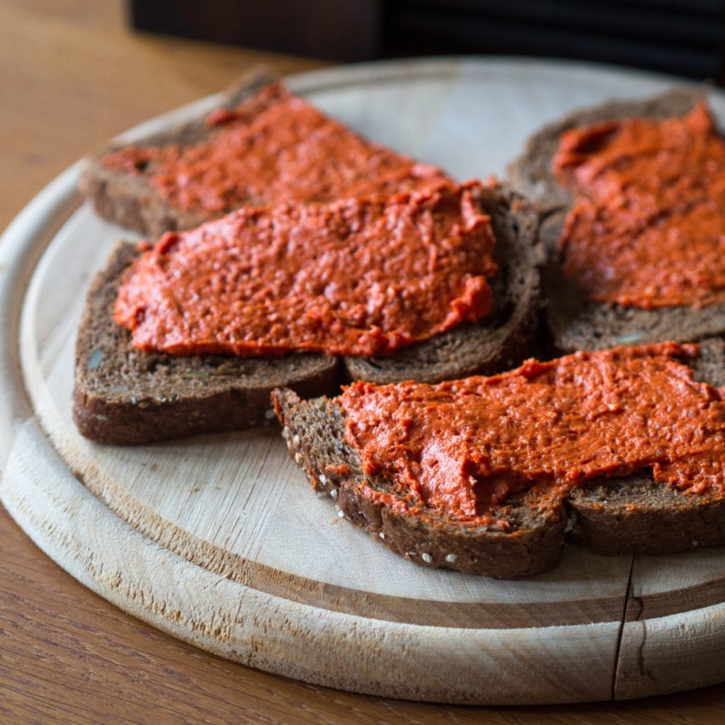 Photo-of-raw-meat- filet-Americainon-toast