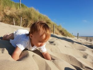 Dutch Beaches: a baby crawls on Paal 29