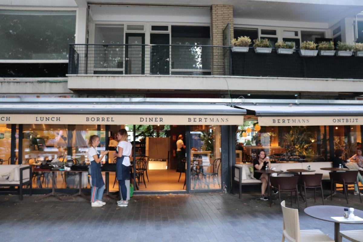 Burger at vessel 11 in rotterdam