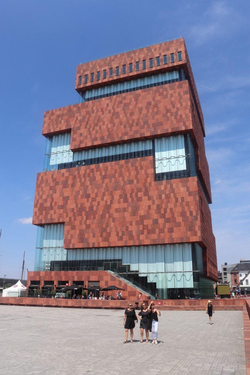 museum aan de stroom in antwerp
