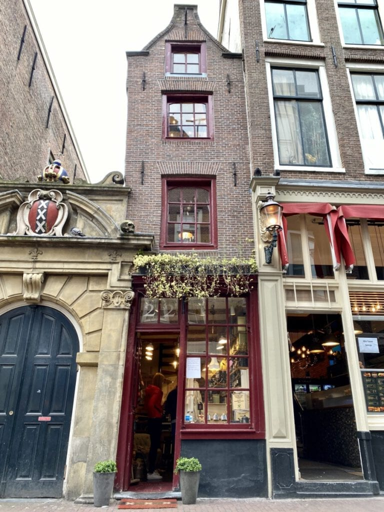 photo-of-narrowest-house-in-amsterdam