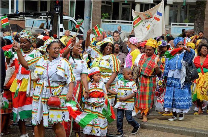 Suriname-women-and-children-celebrating-Keti-Koti-festival-in-traditional-dress