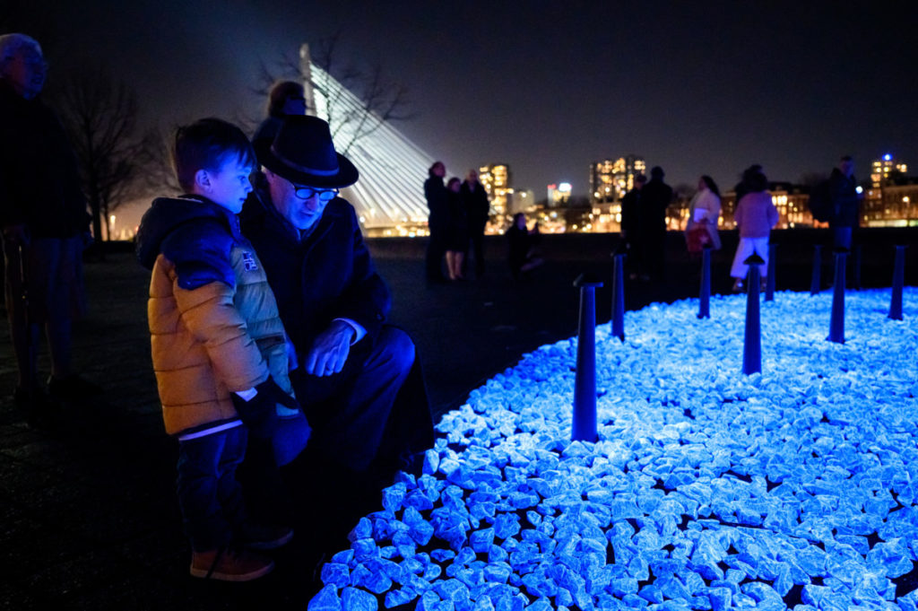 Thousands of stones glow blue in new monument for Dutch Holocaust victims – DutchReview