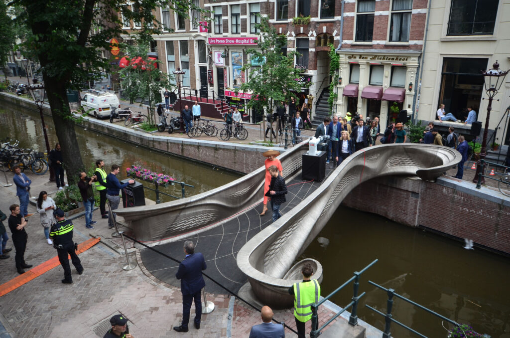 Queen-Maxima-opens-world-sfirst-3D-printed-steel-bridge-in-Red-Light-District-in-Amsterdam