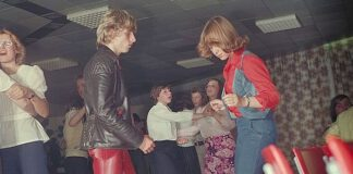 People-dancing-in-the-70s-in-the-Netherlands