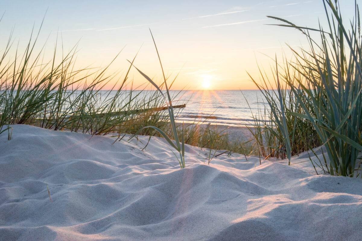 photo-of-a-dutch-beach-at-sunset-captured-on-a-renzy-tour
