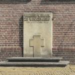 Putten,_gedenksteen_bij_de_Oude_Kerk_foto1_2013-07-15_10.49