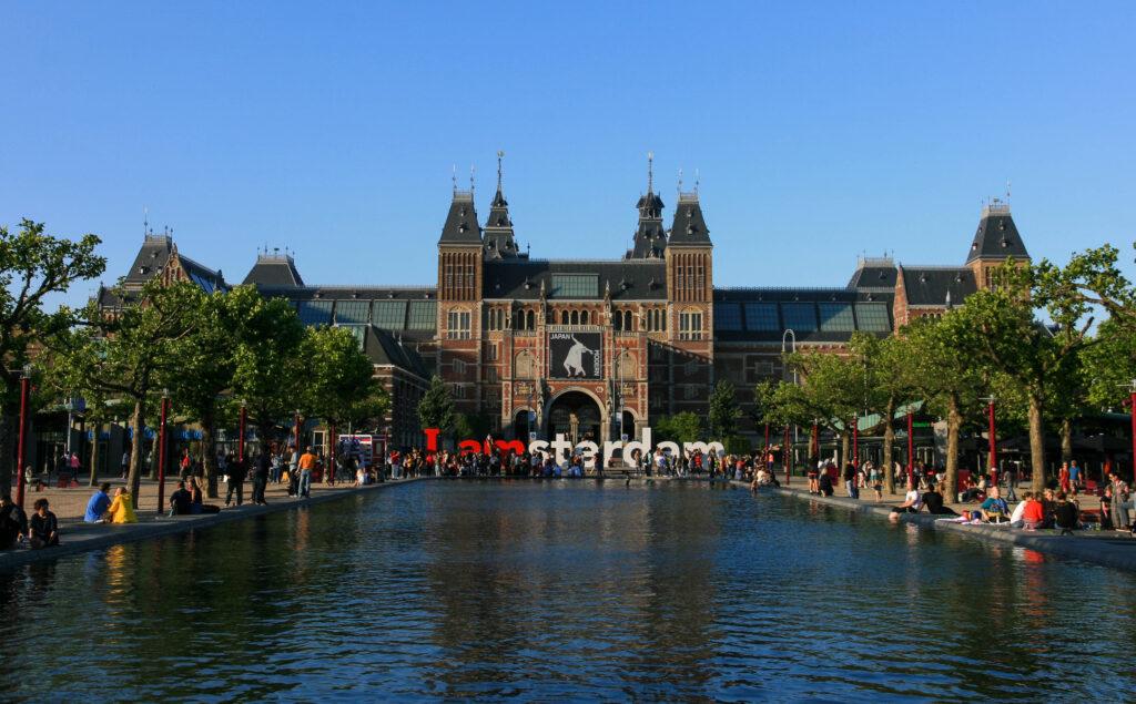 rijksmuseum-amsterdam-exterior