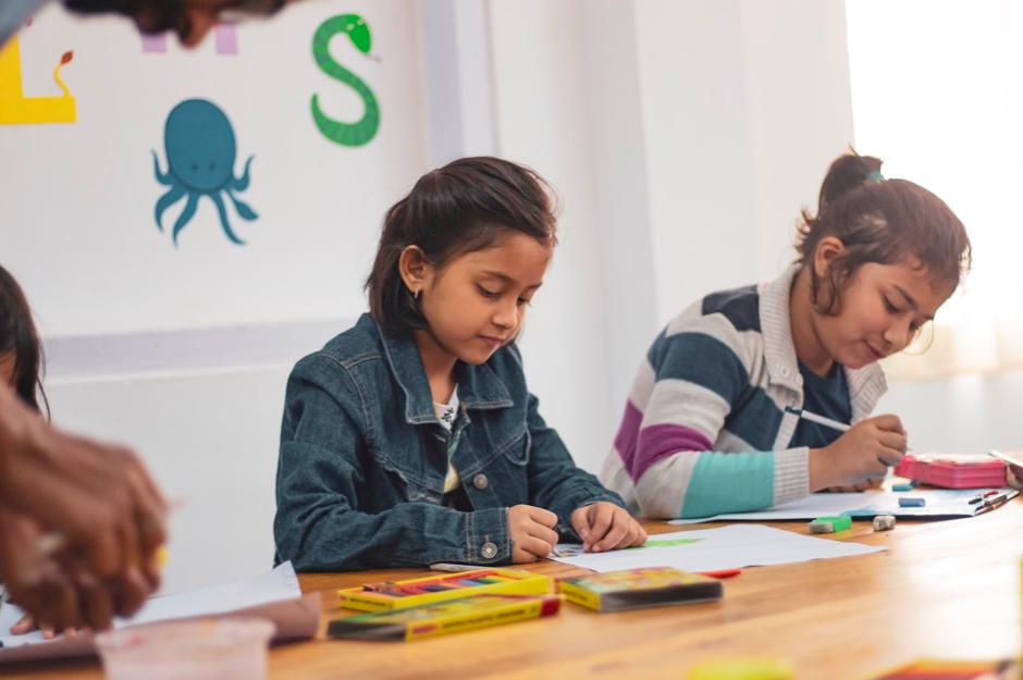 Dutch-primary-school-chrildren-studying-in-an-international-school