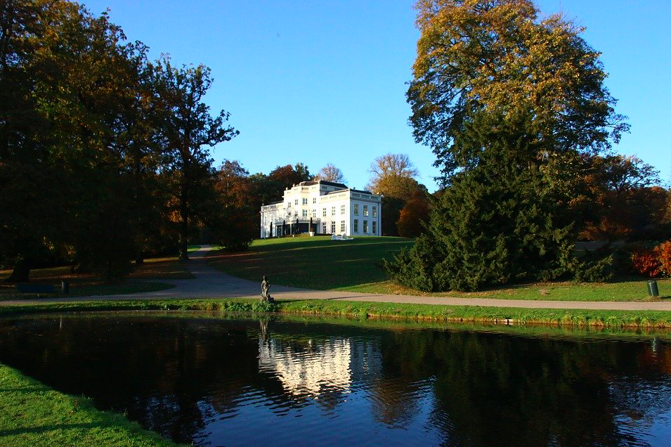 photo of a grand house and pond in Park Sonsbeek, a nature reserve in the netherlands