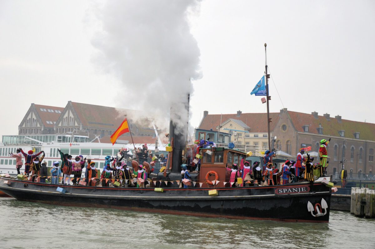 Sinterklaas arrives