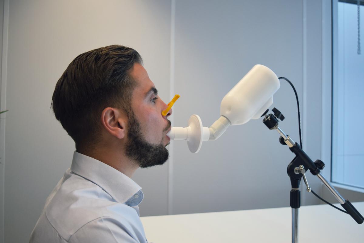 Photo-breathalyzer-test-coronavirus-breathomix