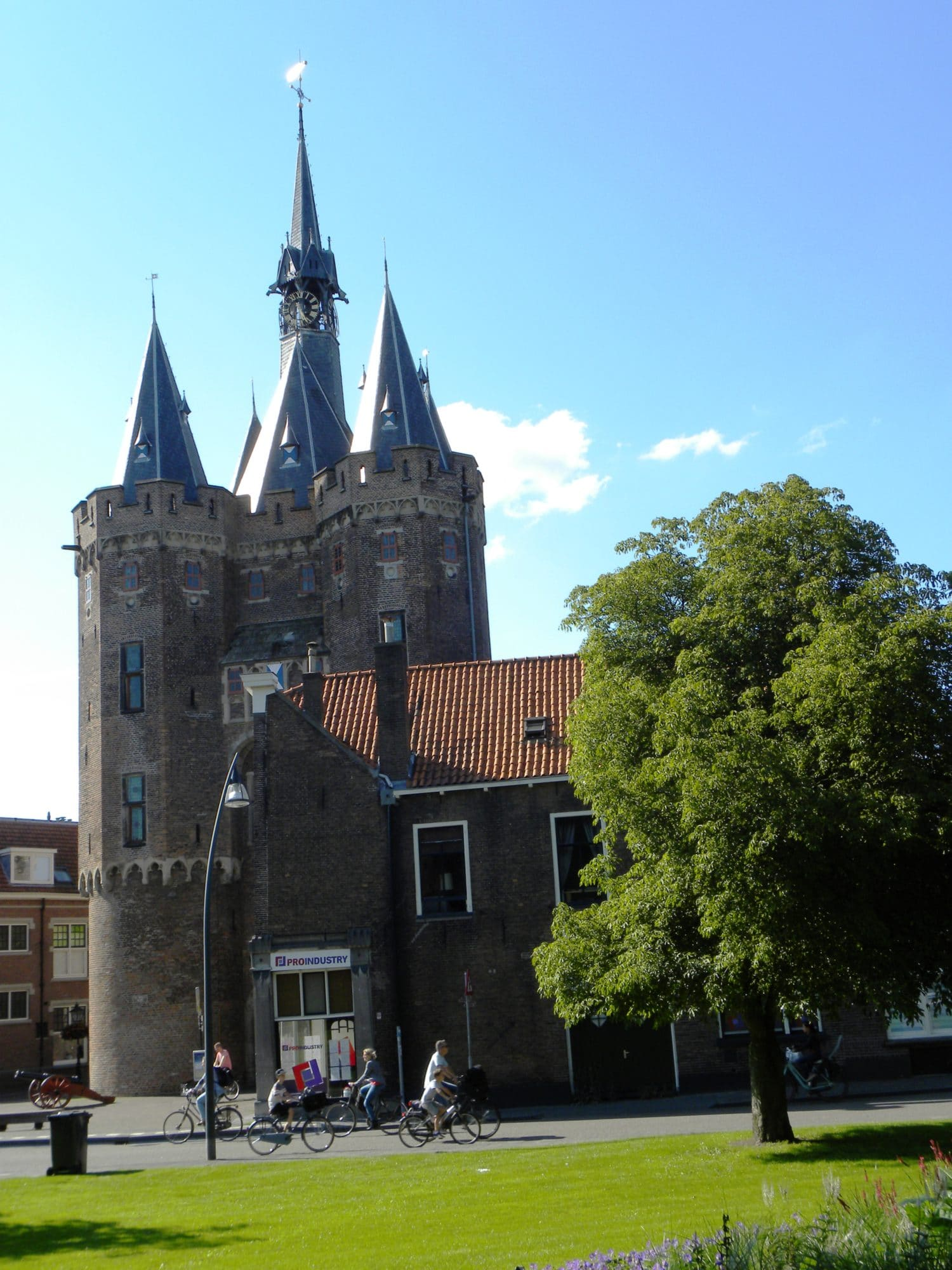 Visit zwolle home of the bluefingers and canadian heros the eye catching tower looks like a pepper mill and can be climbed to the top the tower is so famous that it even has a cheese named for it ccuart Images