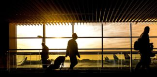 aiport-sunset-plane