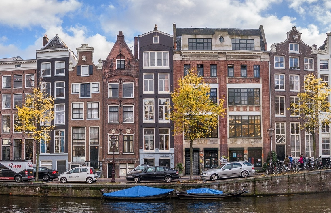 The Amsterdam canal house: why are they so wonderfully weird? – DutchReview