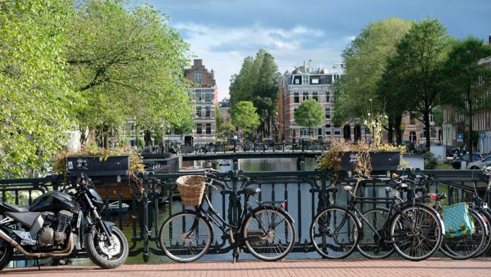 bike-on-a-canal-bank-in-Amsterdam