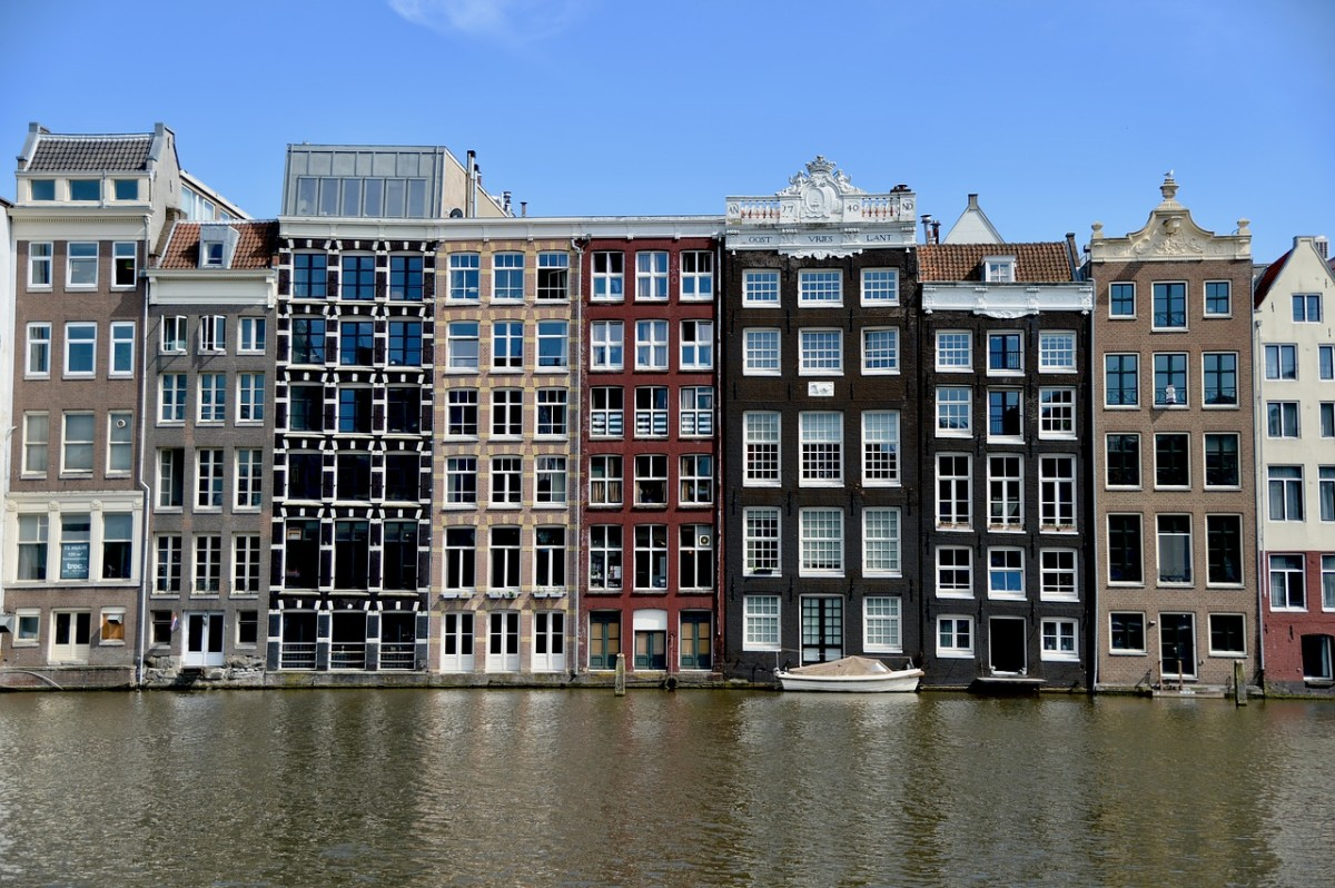 Amsterdam Hits Illegal Airbnb Hosts with €387,000 in Fines