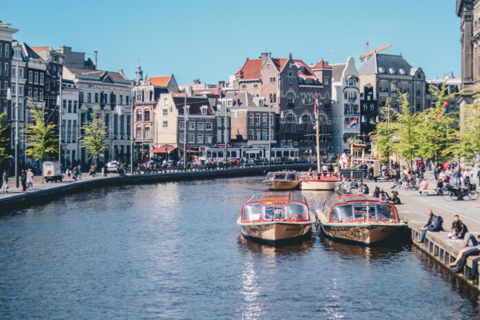 amsterdam-canal-with-boats