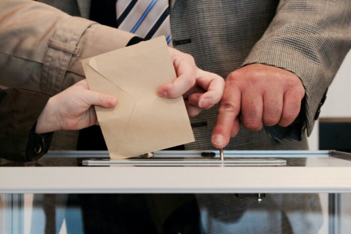 Man-in-a-suit-poiting-to-ballot-box-in-the-Netherlands