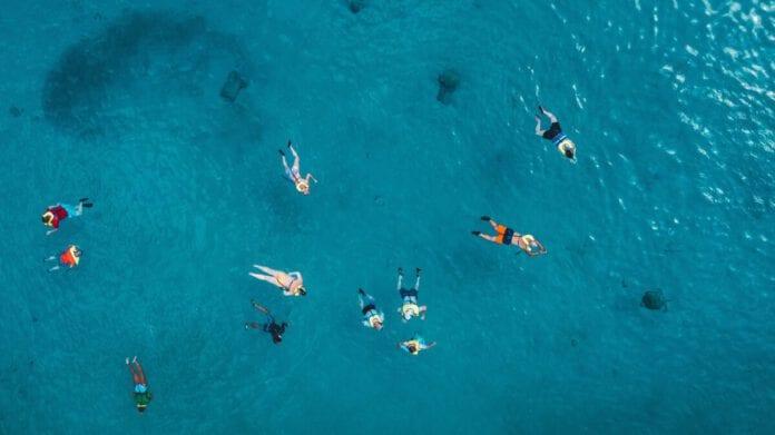 Curaçao-water-swim