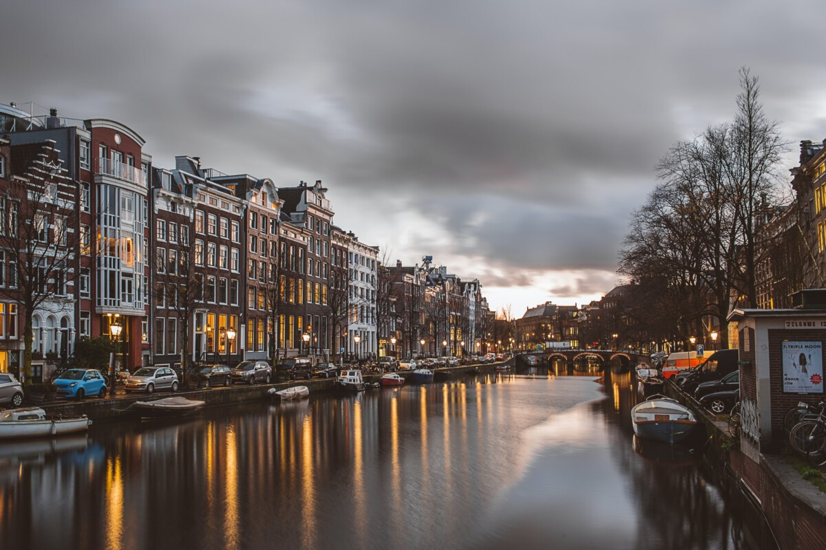 photo-of-a-street-in-amsterdam-after-curfew