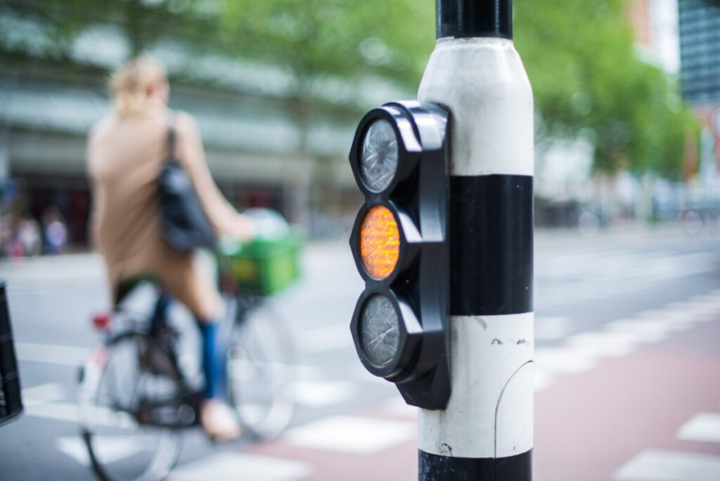 photo-bike-netherlands-native-stop-light-traffic