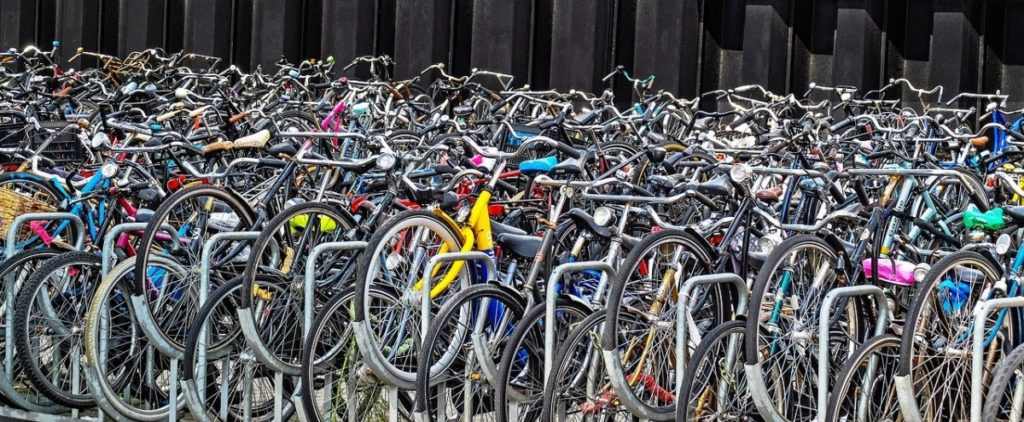 photo-parked-bikes-in-the-netherlands