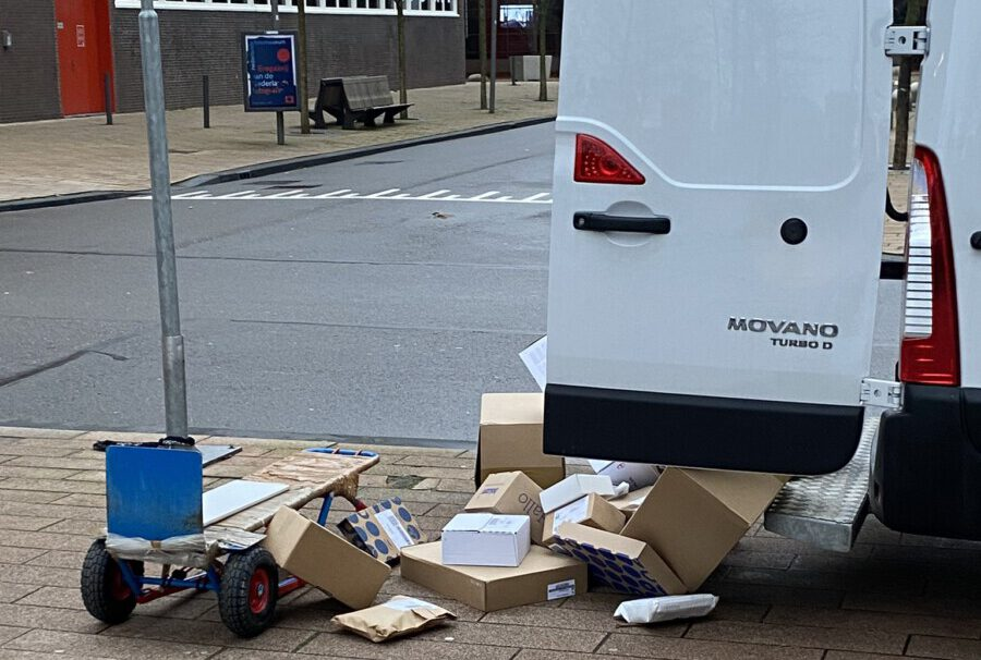 Post-NL-worker-throwing-parcels-onto-the-street