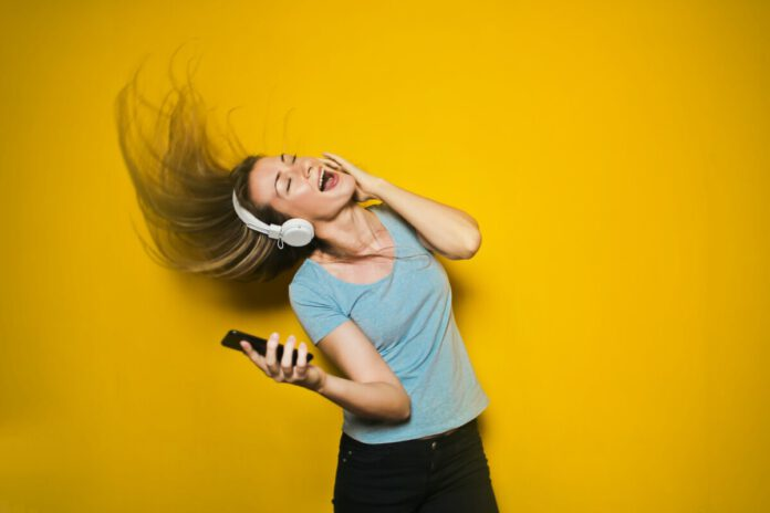 Photo-of-woman-listening-to-Dutch-music