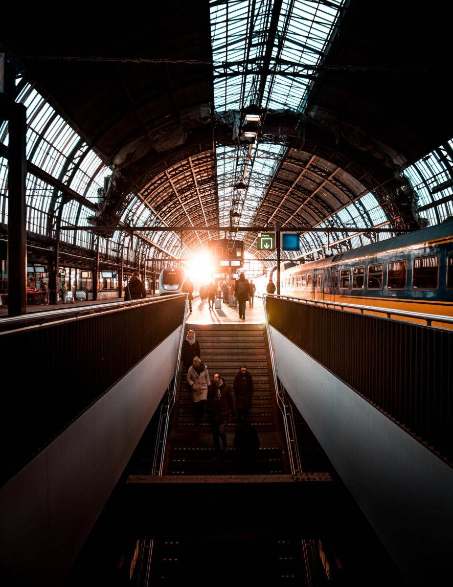 Photo-sunset-at-the-train-station-in-Amsterdam