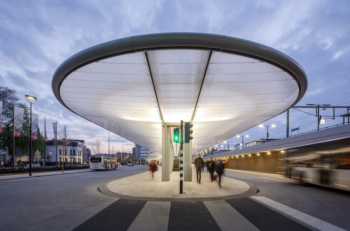 There's a new and completely solar powered bus station in Tilburg (and it looks super slick!) – DutchReview