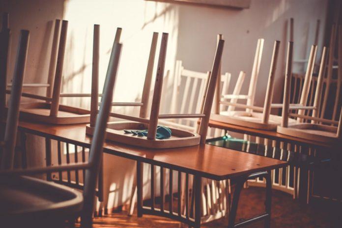chairs_school_empty_Pixabay_Pexels