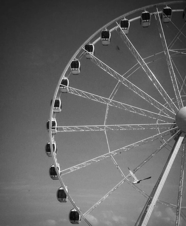 That Ferris wheel <3 (by @cmfernandes37)