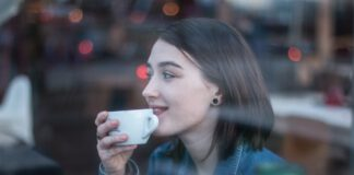 photo-of-girl-living-in-Amsterdam-drinking-coffee
