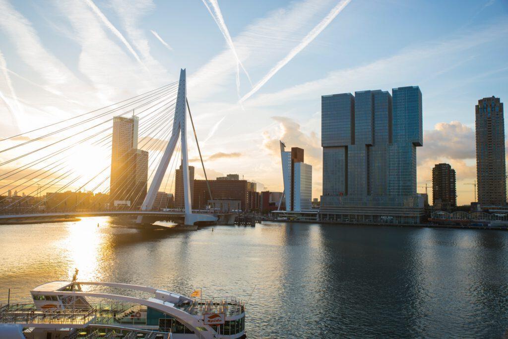 Rotterdam-skyline-Erasmusbrug-and-highrise-buildings