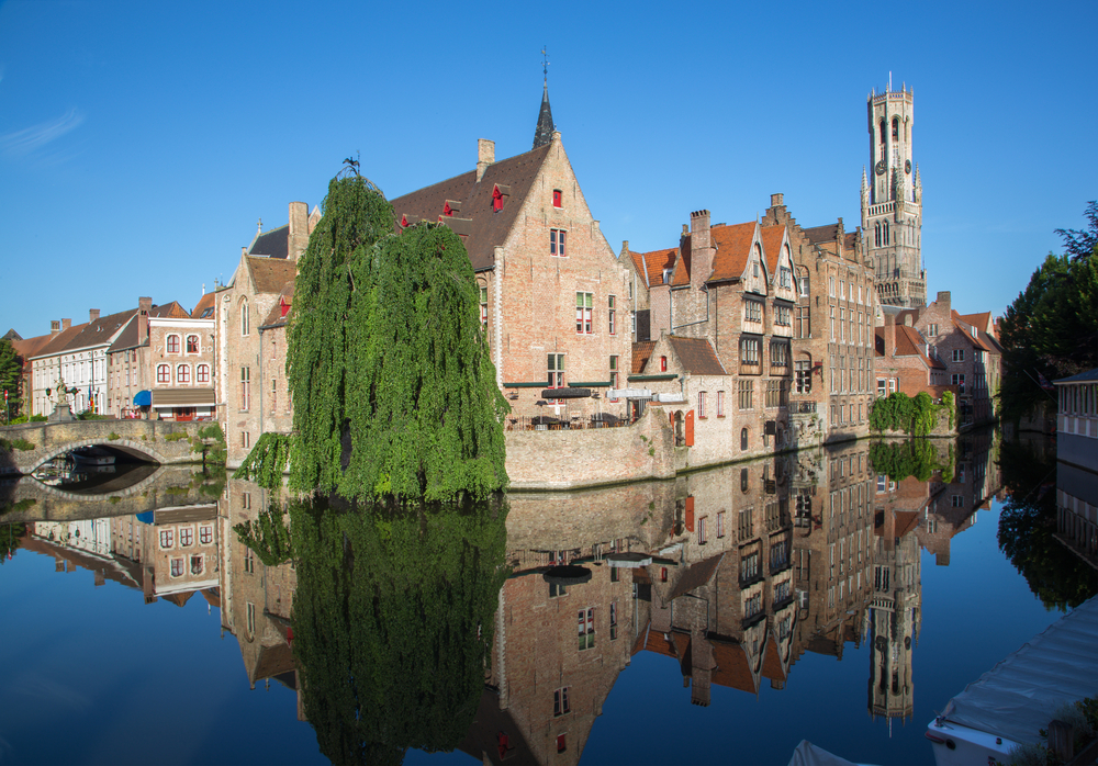 visiting-bruges-old-buildings-and-the-belfry-tower