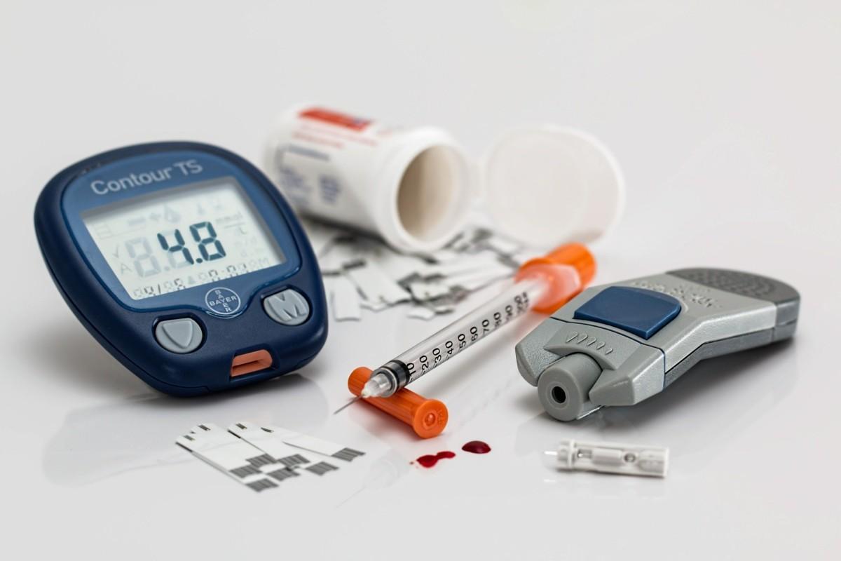 diabetes-glucose monitor-lancet