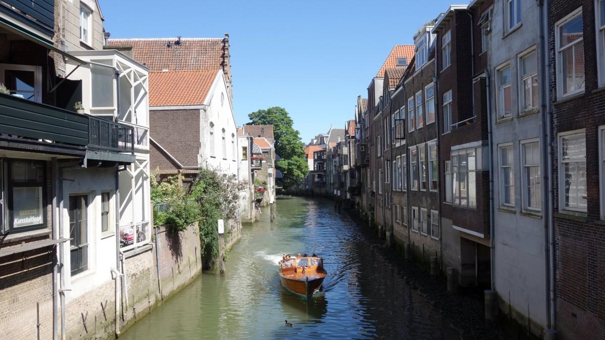 dordrecht-boat-canal