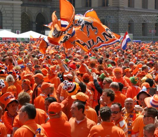 dutch-fans-supporters-netherlands-orange
