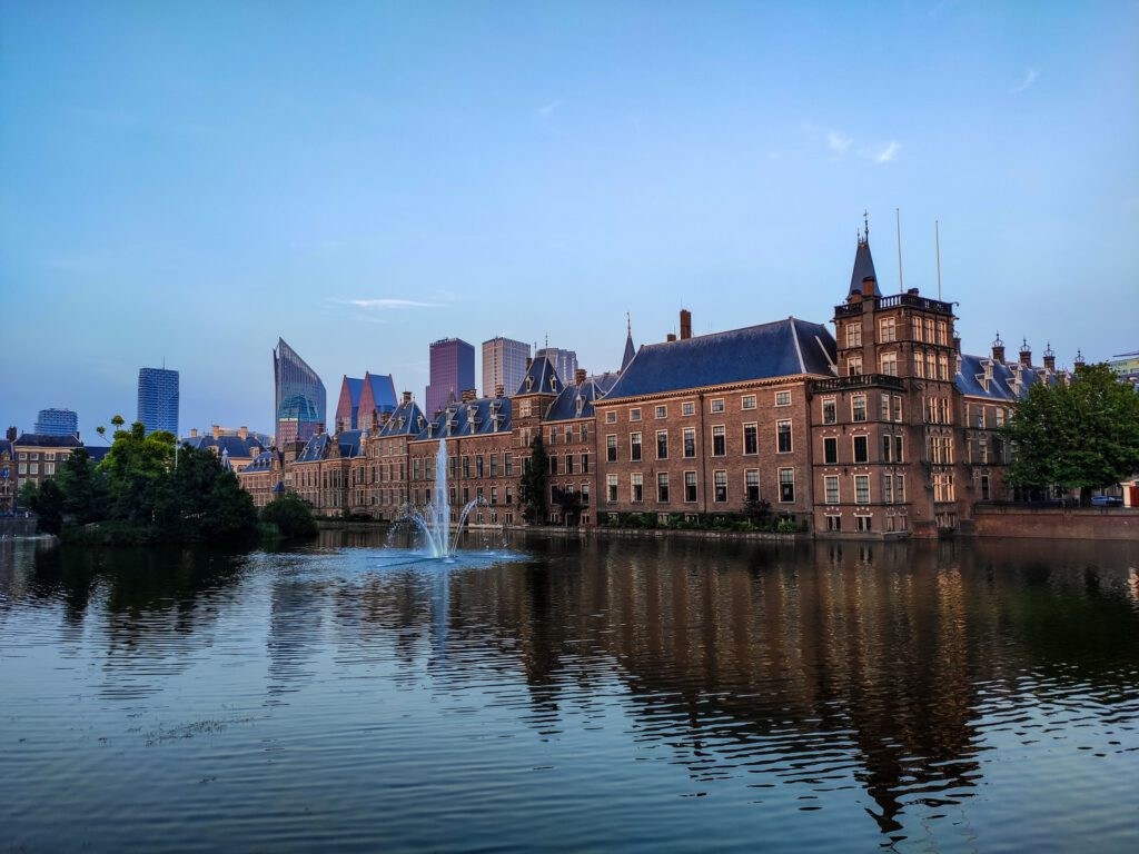 Binnenhof-government-building-with-skyscrapers-in-background