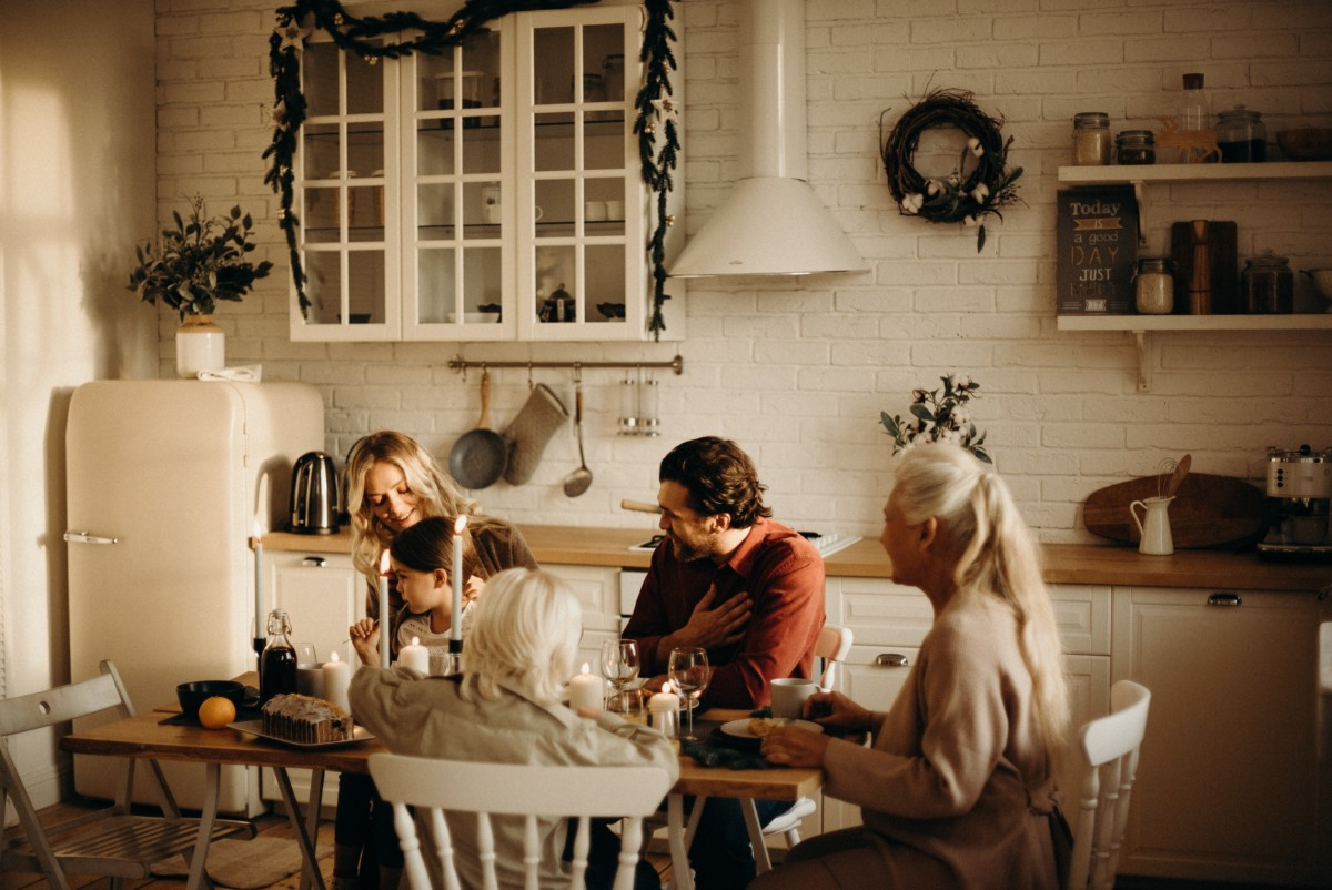 family-sits-at-dinner-table
