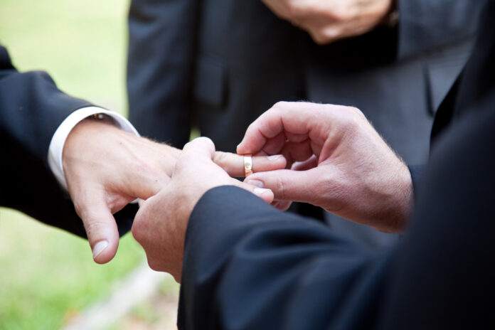 hands-wedding-ring