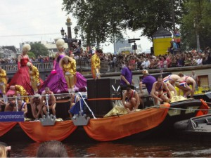 Who would´ve expected that Drag queens know how to put on a show? Gay Pride in Amsterdam 2012.